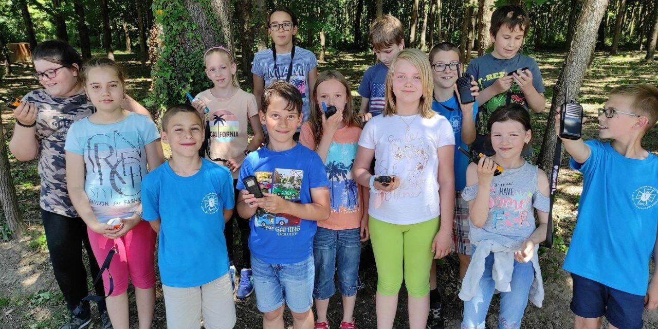 Osztálykirándulás walkie talkiekkal