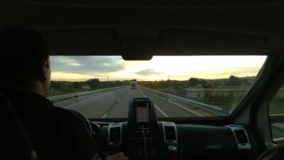 Kenji Racing Team lakóautó konvoj a spanyol motorverseny felé