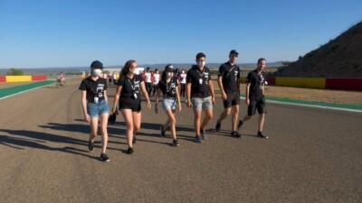 A Kenji Racing Team pályabejáráson